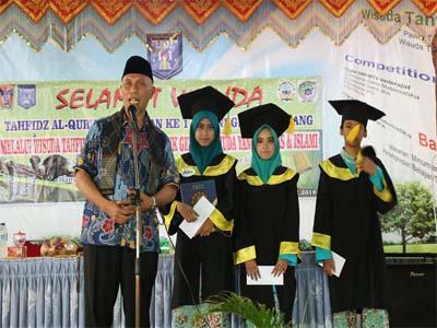 Hafal Al-Quran, Wako Padang Berikan Reward untuk Tiga Siswa SMPN 11