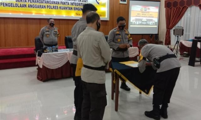 Kapolres pimpin Penandatanganan Pakta Integritas Pengelolaan DIPA RKA-KL TA. 2021