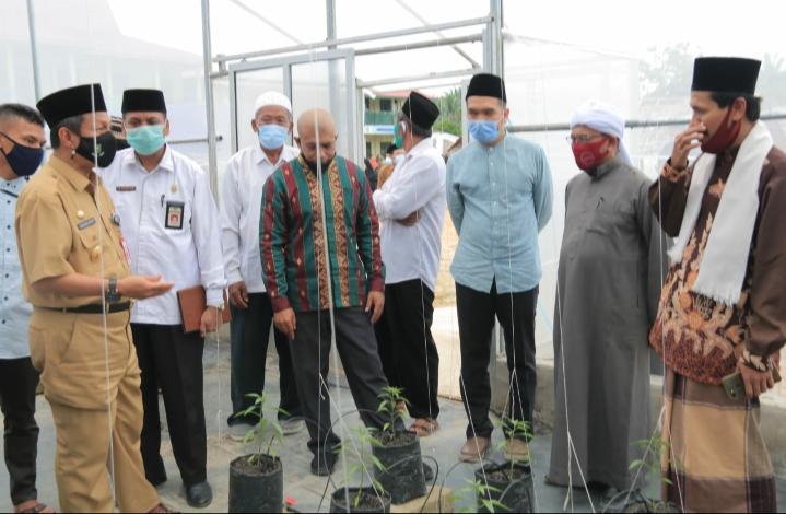 Pjs Bupati Rohul Resmikan Green House Agrowisata Organik Ponpes Daarul Qur'an Darussalam
