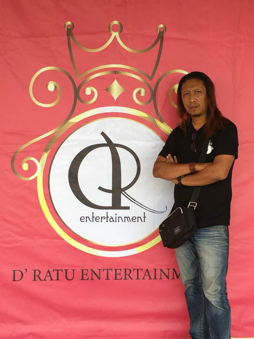 Musa Rashid Vocalis Dinamit Band Siap Manggung Kombinasi Lagu Rock Melayu dan Dangdut di Indonesia