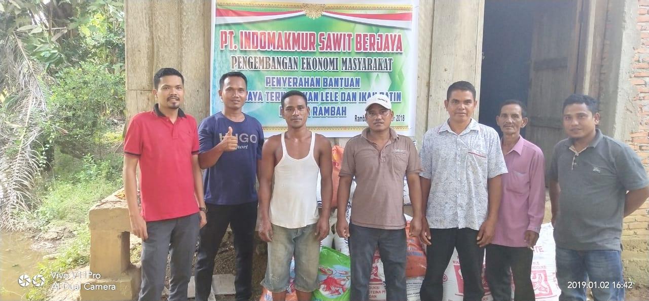Program Pengembangan Ekonomi Rakyat, PT ISB Serahkan Bantuan Bibit Ikan Untuk Warga Desa Rambah