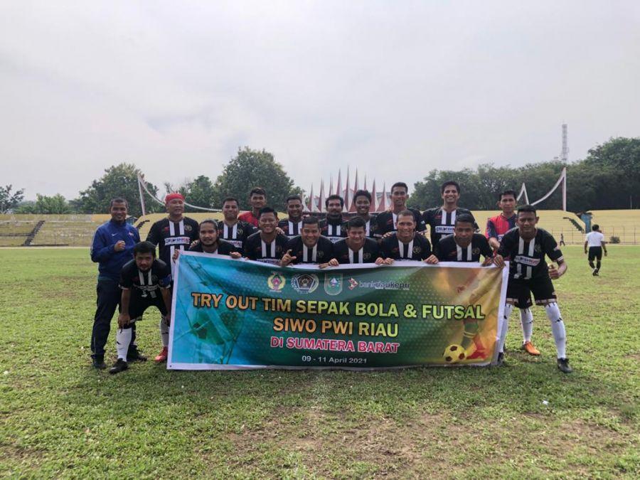 Jelang Porwanas 2021, Tim PWI Riau Jajal Semen Padang All Star dan PWI Sumbar