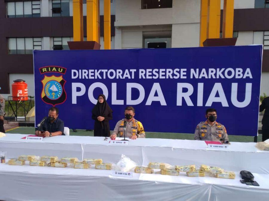 Polda Riau Tangkap Pengedar Narkoba Satu Jaringan