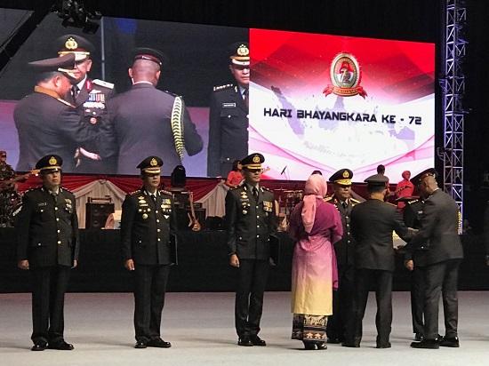 Dirlantas Polda Riau Terima Penghargaan Kapolri Diserahkan langsung oleh Presiden Jokowi