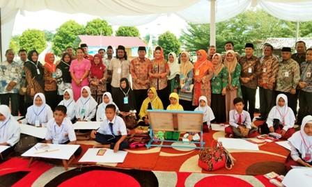 Puluhan Pelajar SD dan SMP Ikuti Lomba Seni Lukis Wisata Alam Rohul