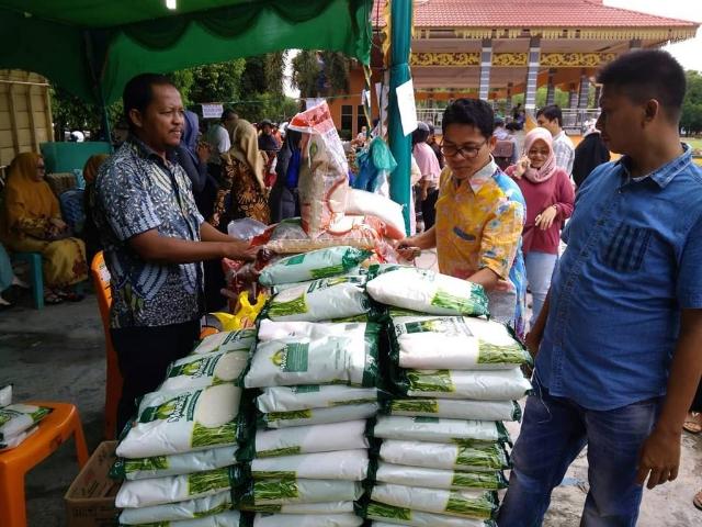 Bupati Kuansing Mursini Tinjau Operasi Pasar Murah