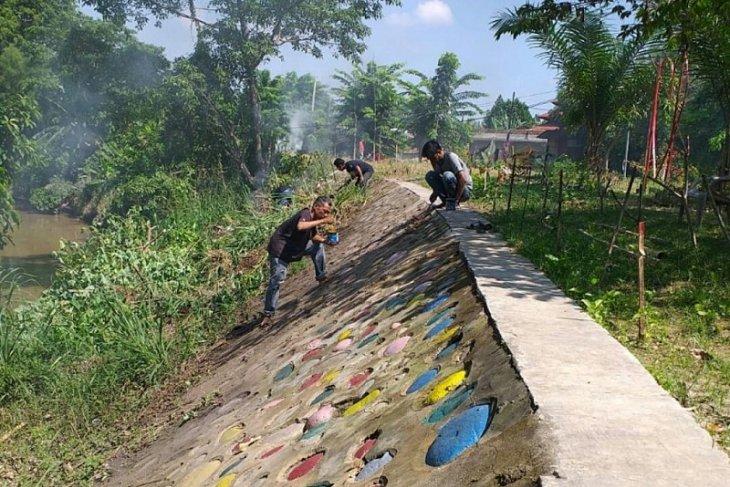 Peringati Hari World Clean Up Day Amphibi Bersih di Sungai Deli