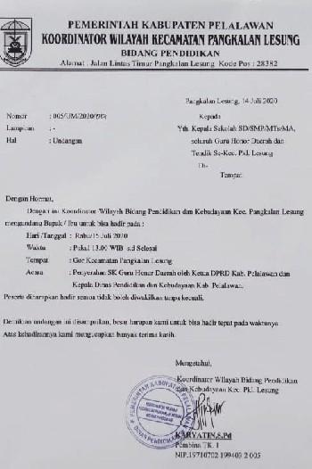 Ketua DPRD Pelalawan Serahkan SK Honorer di Pangkalan Lesung