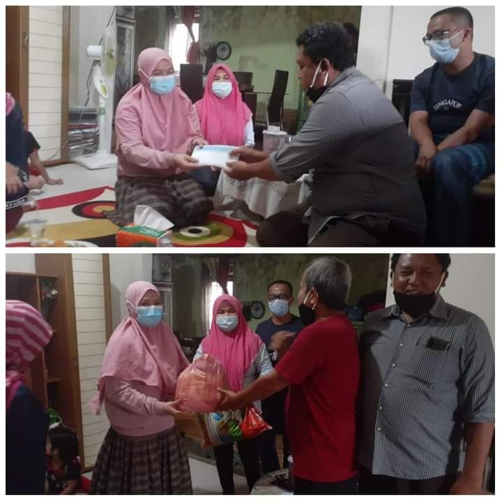 PWI Riau Peduli Serahkan Dana Santunan ke Ahli Waris Almarhum Mohammad Moralis