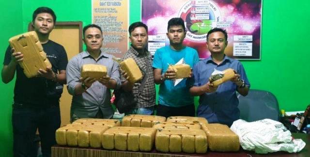 Seorang Janda dan Kekasihnya Bawa Ganja 40 Kg Diciduk Polisi di Rohil-Riau