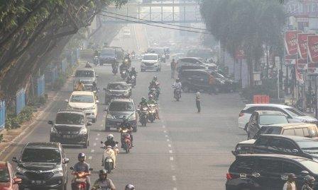 Warga Kota Pekanbaru Lakukan Takbiran Keliling Meski Diselimuti Asap