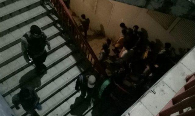 Polisi Bubarkan Warga Yang Madati Jembatan Ampera Jelang Akhir Tahun
