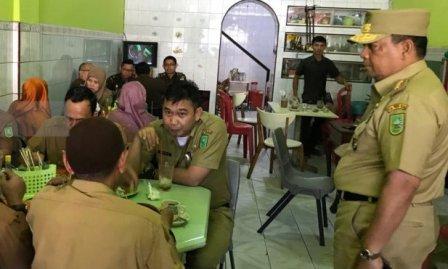 DPRD Riau: ASN yang Nongkrong di Warkop Pada Jam Kerja Harap Disanksi Tegas