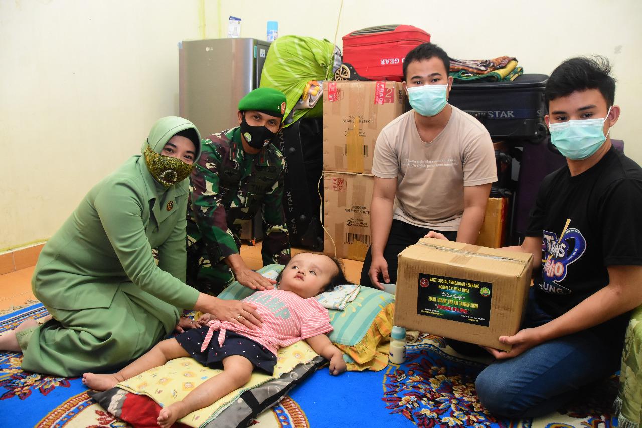 Danrem 031/WB Kunjungi Balita Penderita Penyakit Hidrofelus di Hari Juang TNI AD Tahun 2020