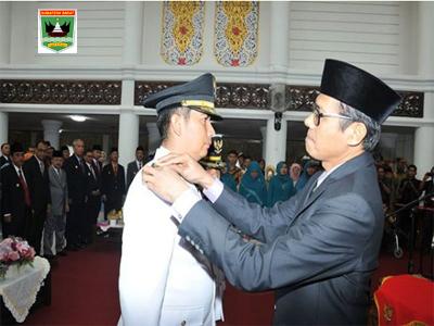 Gubernur Sumbar Lantik Pasangan Deri Asta-Zohirin Sayuti Sebagai Walikota-Wakil Walikota Sawahlunto