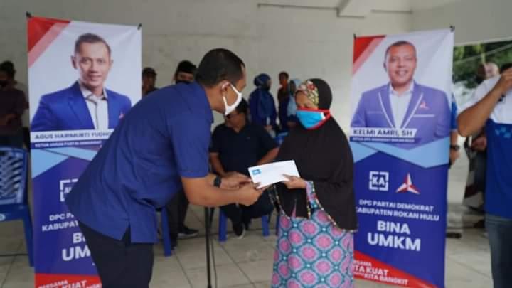 Demokrat Peduli, 25 Pedagang Di Rohul Dapat Bantuan UMKM