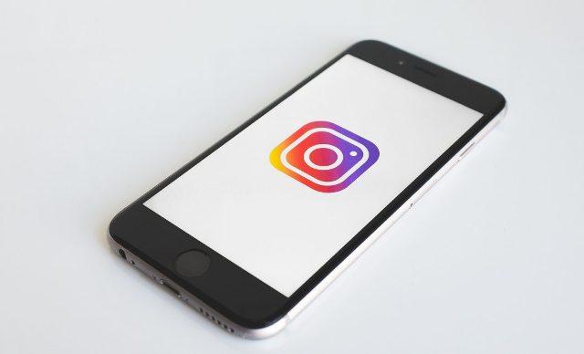 Saat Tidak Digunakan, Bug di Instagram Tunjukkan Kamera Aktif