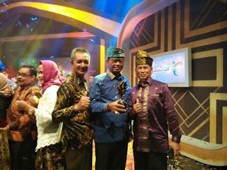 Rohil Surganya Turis Lokal dan Mancanegara, Bupati Suyatno Raih Piala Anugerah Pesona Indonesia 2017