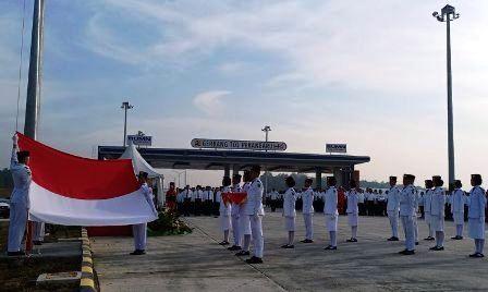 Upacara HUT RI BUMN Riau di Seksi I Jalan Tol Pekanbaru-Dumai