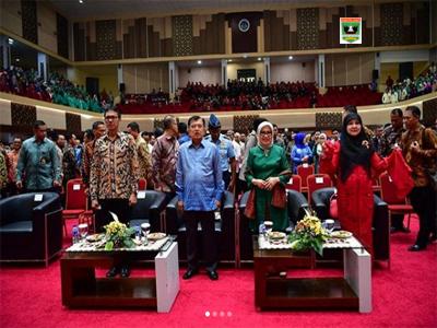 Kunjungan Kerja ke Sumbar, Wapres Jusuf Kalla Terima Dua Penghargaan