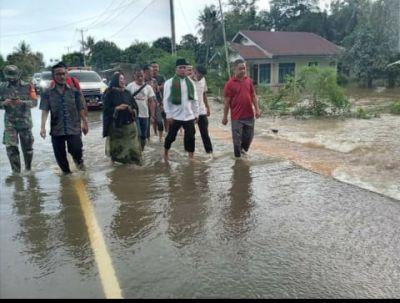 Banjir 2 Desa di Kecamatan Bunut, Bupati H. Zukri Langsung Turun Ke Lokasi Banjir