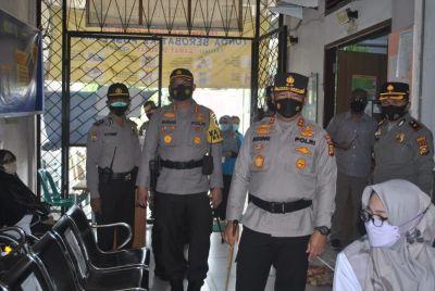 Kapolda Riau Kunjungi Puskesmas yang Melaksanakan Vaksinasi di Kecamatan Limapuluh