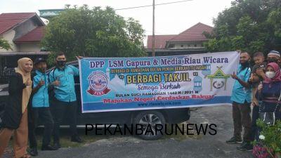 Pengurus DPP LSM GAPURA RIAU Gelar Baksos Berbagi Takjil Gratis