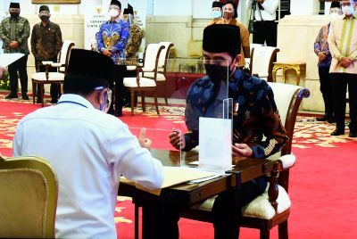 Presiden Jokowi dan Wapres Serahkan Zakat Sekaligus Luncurkan Gerakan Cinta Zakat